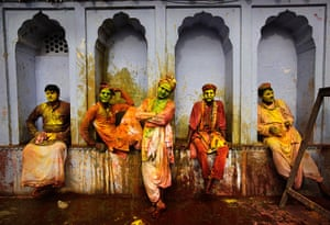 Holi festival: Indian villagers at the Nandagram temple