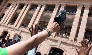 Shoe thrown at Pakistan Musharraf as court extends bail