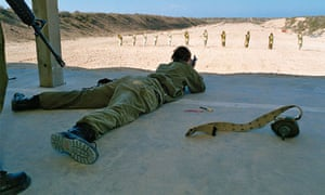 A female IDF soldier in the shooting range