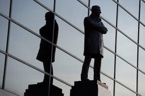 Utd v Real: The statue of Alex Ferguson