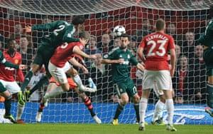 United v Real Madrid 2: Vidic heads onto the post