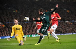United v Real Madrid 2: Dew Gea saves from Higuain