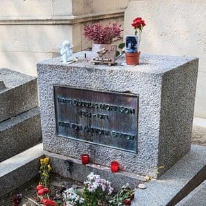 Readers' 10: Grave of Jim Morrison in Pere Lachaise Cemetery, Paris