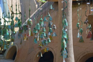 Paolo Soleri: Bronze windbells made at the Cosanti foundry