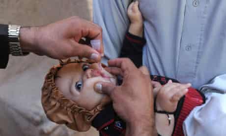 Afghan child polio vaccine
