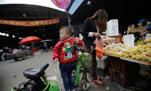 China bird flu crisis – a child waits for her mother who buys vegetable