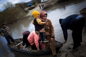 Pulitzer prize: Syrian refugees cross from Syria to Turkey via the Orontes River