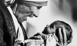 Mother Teresa with baby girl in Calcutta 1978