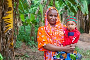 A mother with her young child in Zanzibar