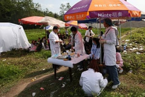 China: Medical personnel offer help to local residents
