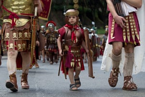 The birth of Rome: Ancient Roman costumed people parade in the ancient areas of Colosseum, Cir