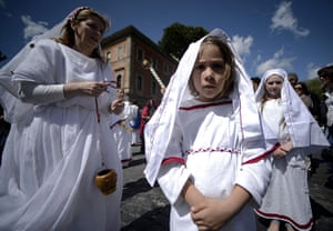 The birth of Rome: Children dressed as ancient Romans parad