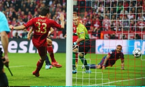 Mario Gomes scores