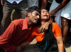 Building collapse: mourners of victims in Bangladesh