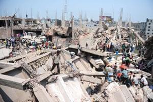 Building collapse: Bangladeshi civilian volunteers