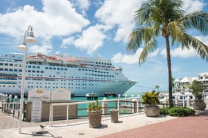 Key West City Guide: Cruise ship in Key West