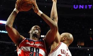 Washington Wizards' Jason Collins goes to the basket against Chicago Bulls' Taj Gibson.