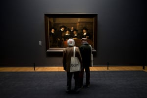 Rijksmuseum: Two visitors admire a painting by Rembrandt