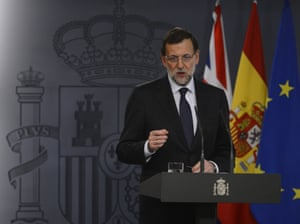 Spain's Prime Minister Mariano Rajoy gestures during a press conference at La Moncloa palace in Madrid on April 8, 2013.