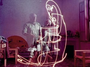 Pablo Picasso drawing with light - picture of the day | Art