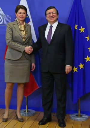 Slovenia Prime Minister Alenka Bratusek (L) and European Commission President Jose Manuel Barroso (R) shake hands as they pose for the media prior to their meeting at the EU Commission headquarters in Brussels, Belgium, 09 April 2013.