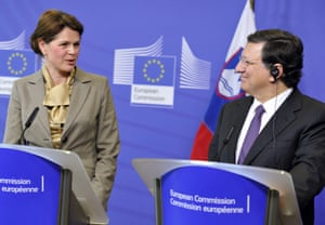 European Commission Chairman Jose Manuel Barroso (R) and Slovenian Prime Minister Alenka Bratusek (L) give a press conference on April 9, 2013 after their working session at EU headquarters in Brussels.