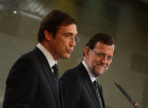 Portuguese Prime Minister Passos Coelho (L) and Spanish Prime Minister Mariano Rajoy (R) give a press conference at the Moncloa palace in Madrid on May 13, 2013.