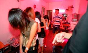 Chinese police arrest a group of prostitutes