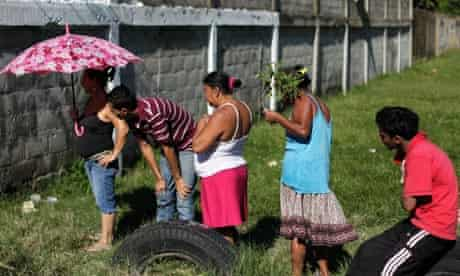 People at the crime scene of man shot by gang members in San Pedro Sula
