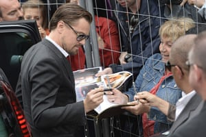 Gatsby photocall: DiCaprio signs autographs as he arrives for The Great Gatsby photocall