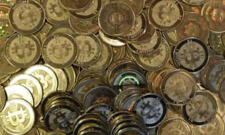 guy lancia via un disco rigido bitcoin)