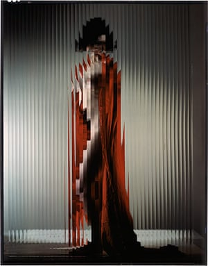 Erwin Blumenfeld: Lisette behind fluted Glass