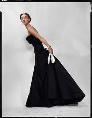 Erwin Blumenfeld: Eveyln Tripp in Dior, 1949