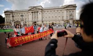 Chinese tourists outside Buckingham Palace