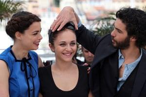 The Past: Berenice Bejo, Pauline Burlet and Tahar Rahim joke around during the photoc