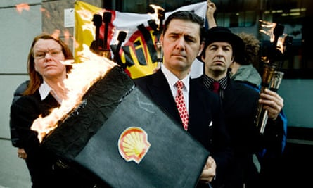Shell AGM protesters in 2009