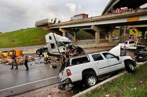 Tornado in USA: Traffic damage on the I-40