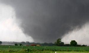 A tornado passes across south Oklahoma City.