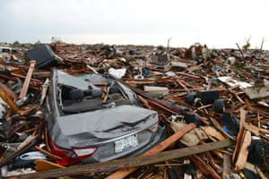 People search for belongings in a destroyed neighborhood in Moore, Oklahoma, USA, 21 May 2013.