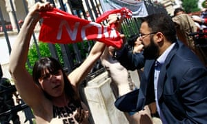 Femen activist outside Tunisian ministry of justice