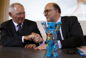 Germany's Finance Minister Wolfgang Schaeuble (L) and France's Finance Minister Pierre Moscovici shake hands during a news conference after a meeting in Berlin May 7, 2013, to mark 25th anniversary of the Franco-German financial and economic council.