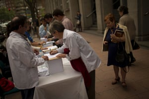 Doctors and nurses ask by passers to vote 'yes' or 'no' to the privatization of Spanish Health system during a non binding popular vote referendum outside La Princesa Hospital in Madrid, Spain, Tuesday, May 7, 2013.