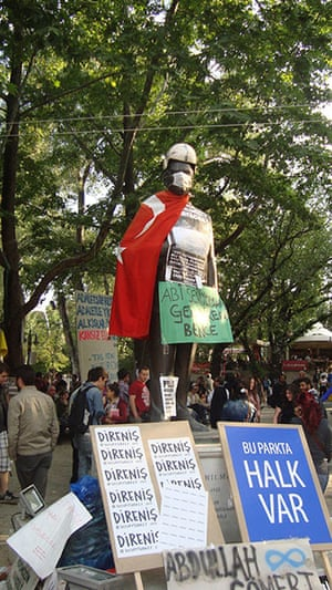 Turkey demonstrations: ataturk statue with mask