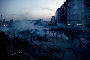 Turkey update: Protesters clash with riot police at Taksim square in Istanbul