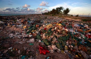 Kiribati, Pacific island: Rubbish lies at a dumping ground on South Tarawa