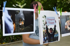 Turkey demonstrations: hanging photos people