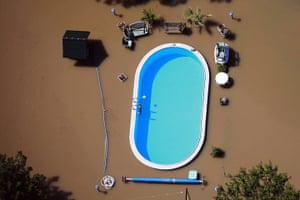 20 Photos: Garden with swimming pool is inundated by waters of Elbe river