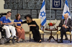 Peres's party: Barbara Streisand meets in Jerusalem with Israeli President Shimon Peres