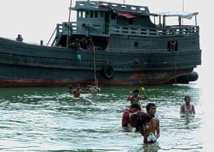 Rohingya refugees: disembarking at a beach on Langkawi island