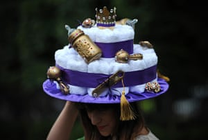 Ladies day at Ascot: Hat with a royal baby-theme